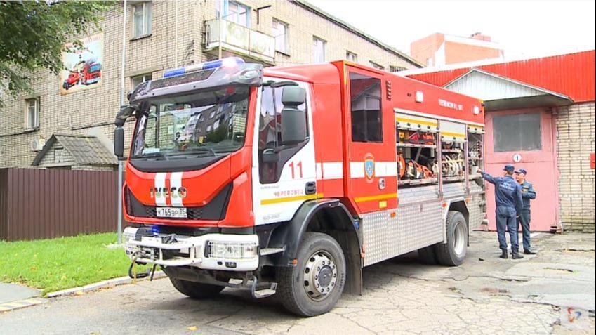 3 человека эвакуировали из горящего дома в Череповце