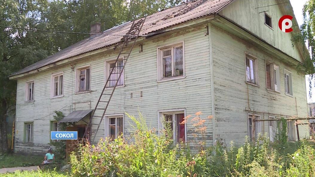 Деревянный дом на улице Мусинского в Соколе увяз в коммунальных проблемах