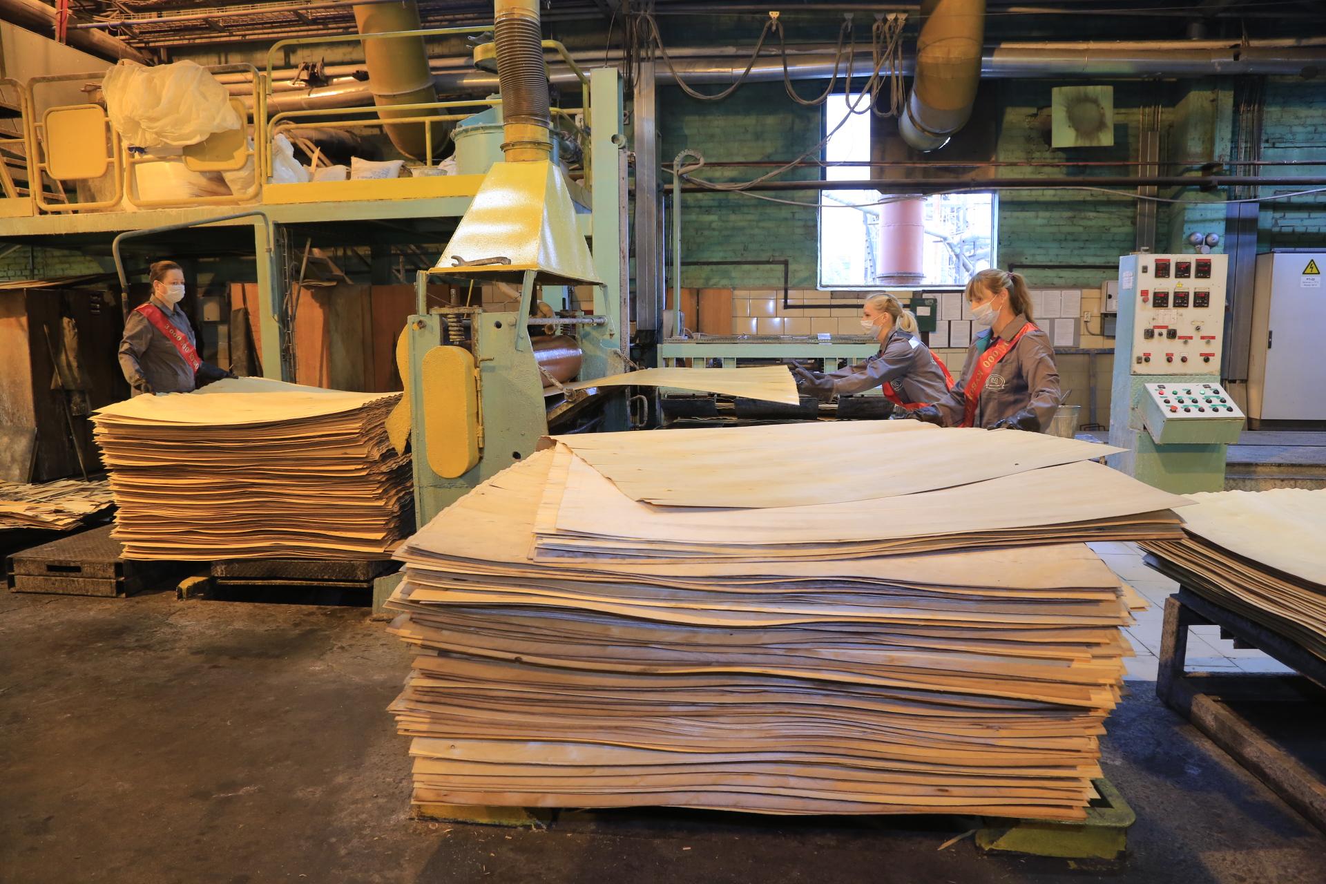 Выпуск юбилейного кубометра продукции - повод для гордости работников комбината.