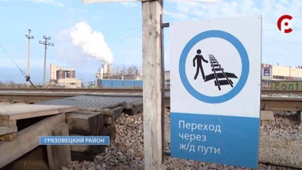Переход через железнодорожные пути в Вохтоге, где осенью 2020 года погибли подростки, оборудовали системой оповещения