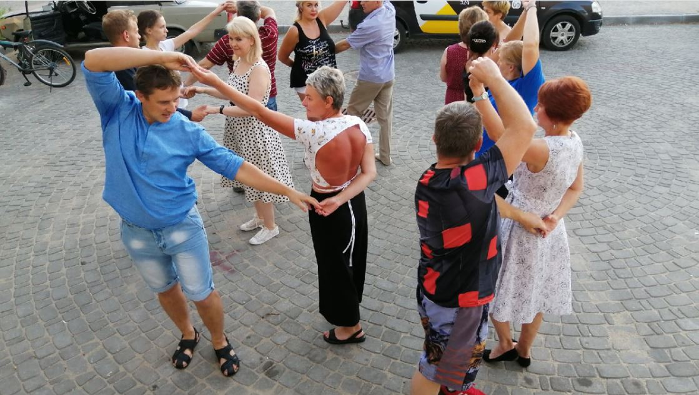 Начать заниматься танцами можно, даже если нет партнера