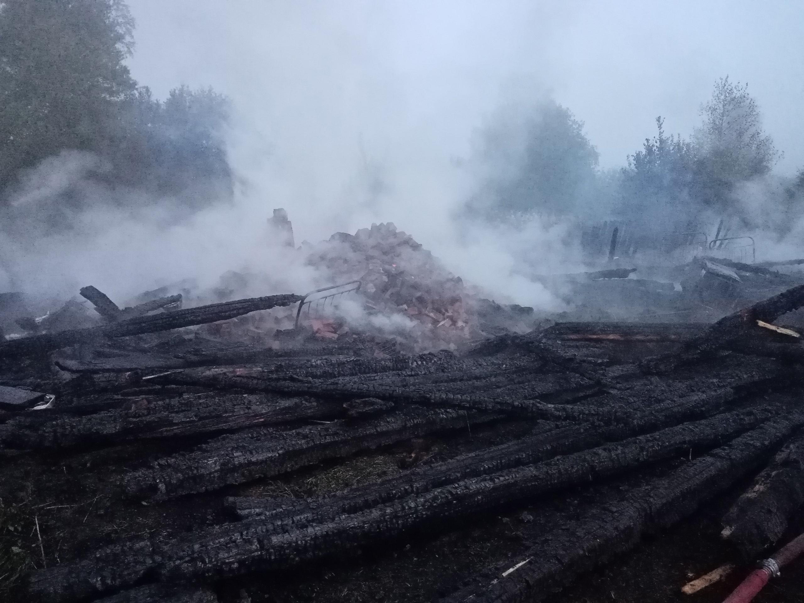 Женщина погибла при пожаре в доме под Вологдой.