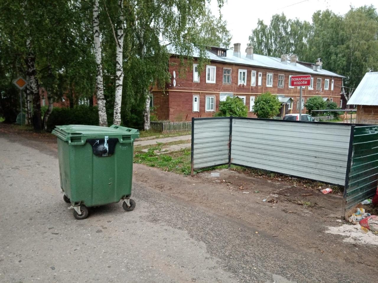 От рук неизвестных пострадали несколько мусорных площадок