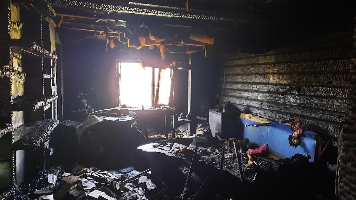 Мужчина пострадал при пожаре в доме в Белозерске