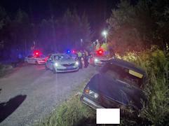 Водитель машины выезжал на встречную полосу и на запрещающий сигнал светофора