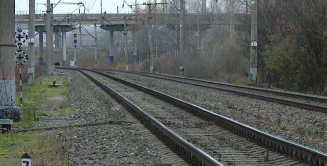 Подросток переходил железнодорожные пути  по нерегулируемому пешеходному переходу