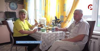 Хлопоты по хозяйству Алексей делит вместе с супругой Татьяной