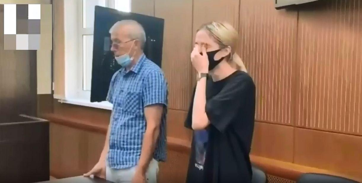 Девушка плакала напротяжении всего заседания