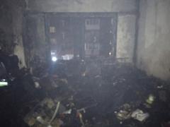 Сгорели внутренняя отделка и мебель квартиры