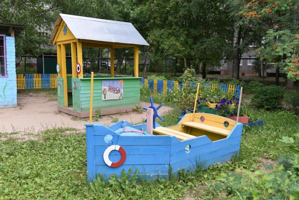 Если ребенок переживает возвращение в садик, родители могут водить его  только на половину дня