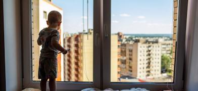 Всего с начала 2021 года на Вологодчине из окон выпали 9 детей