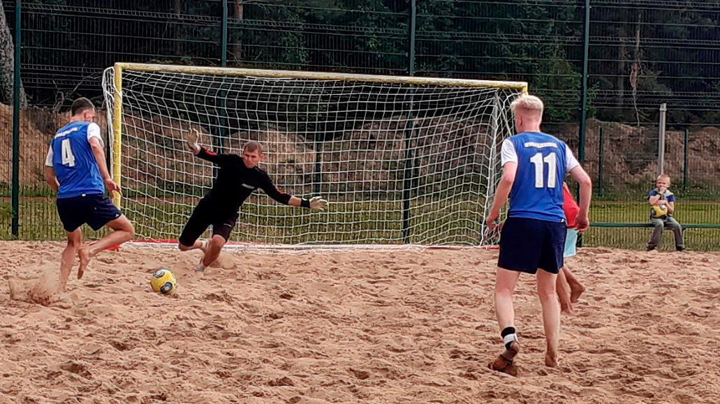 Спорт на пляже – футболисты отыграли, волейболисты начинают