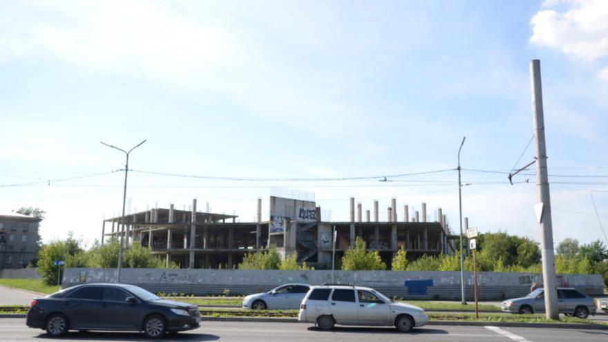 Землю под недостроенным деловым центром в Череповце хотят сделать зоной жилой застройки