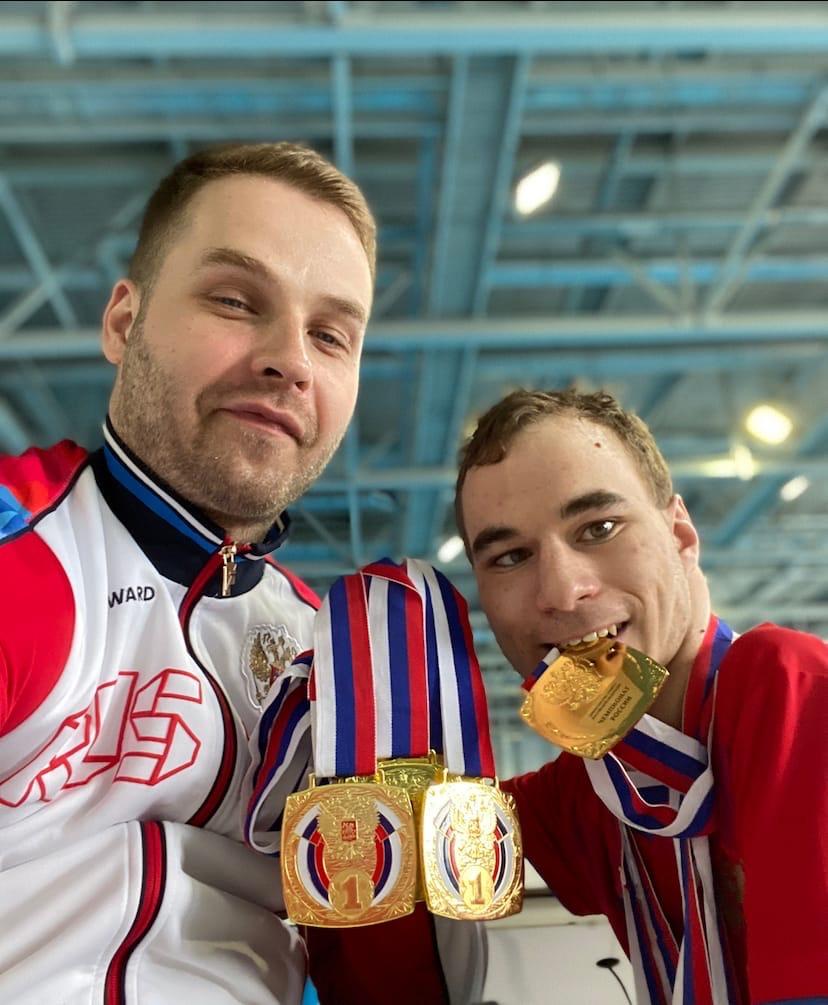 Пловец Александр Беляев (на фото слева) выступит в Токио на трех дистанциях.