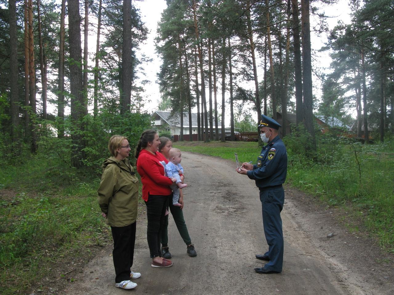 Жителям рассказывают, что нужно делать в случае лесного пожара