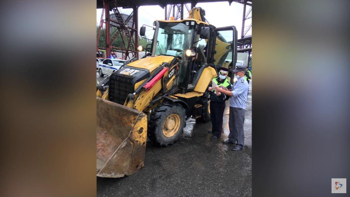 Трактора и самоходную технику проверили сотрудники технического надзора ГИБДД и Гостехнадзора в Череповце