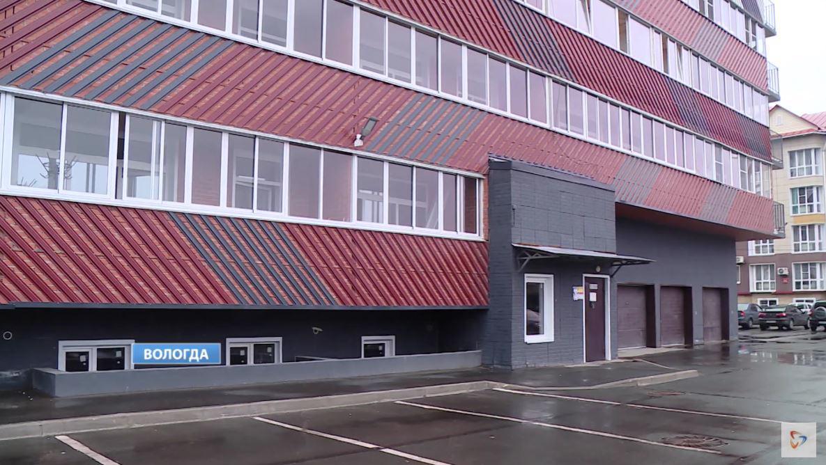 После каждого дождя в новостройке на Карла Маркса в Вологде затапливает подвал, балконы и квартиры