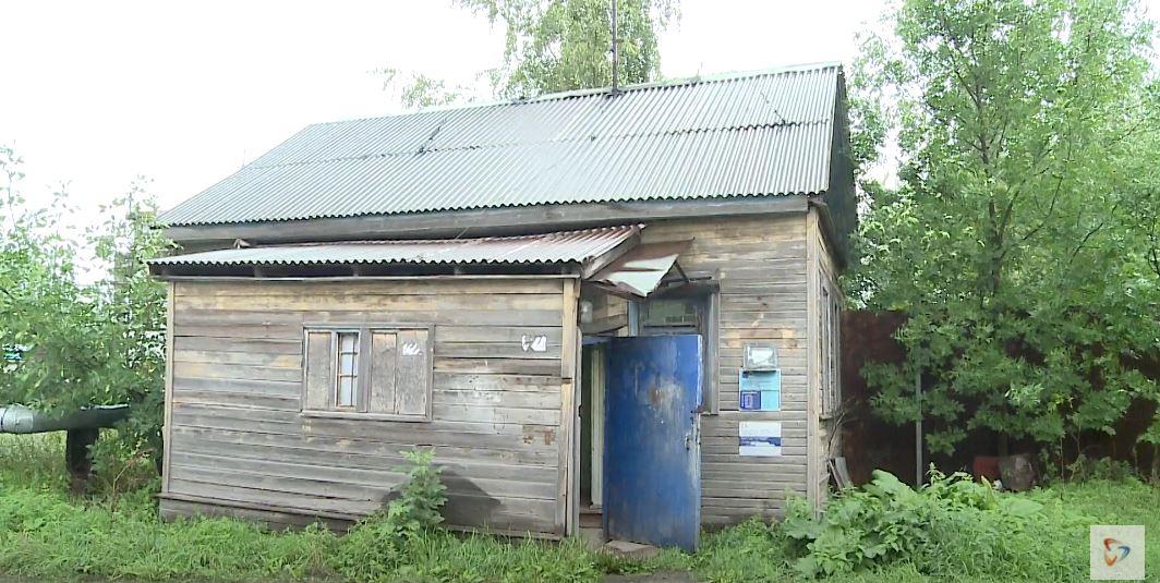 Деревянный дом в Новые Углы перевезли из деревни в 1972 году
