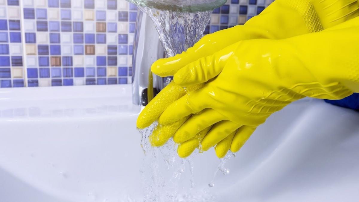 Вологжане жалуются на неприятный запах и вкус воды