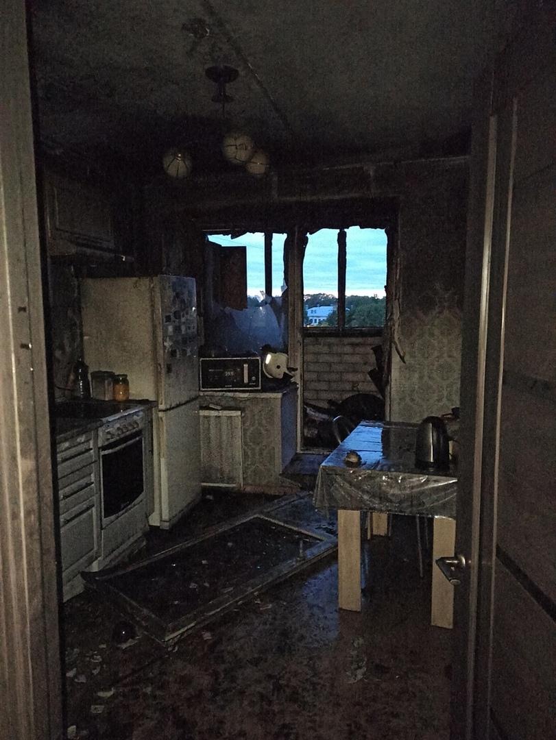 35 человек вывели из горящей многоэтажки в Вологде