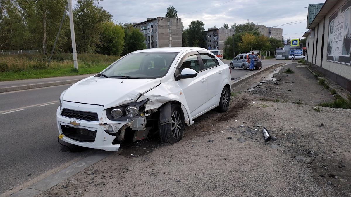 Мужчина на «Шевроле», лишенный водительских прав,   устроил ДТП в Череповце