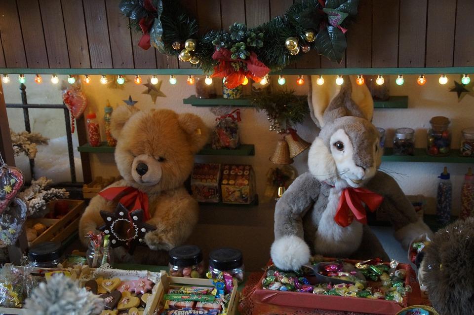Предложите записать понравившуюся игрушку в список желанных подарков на день рождения или Новый год.