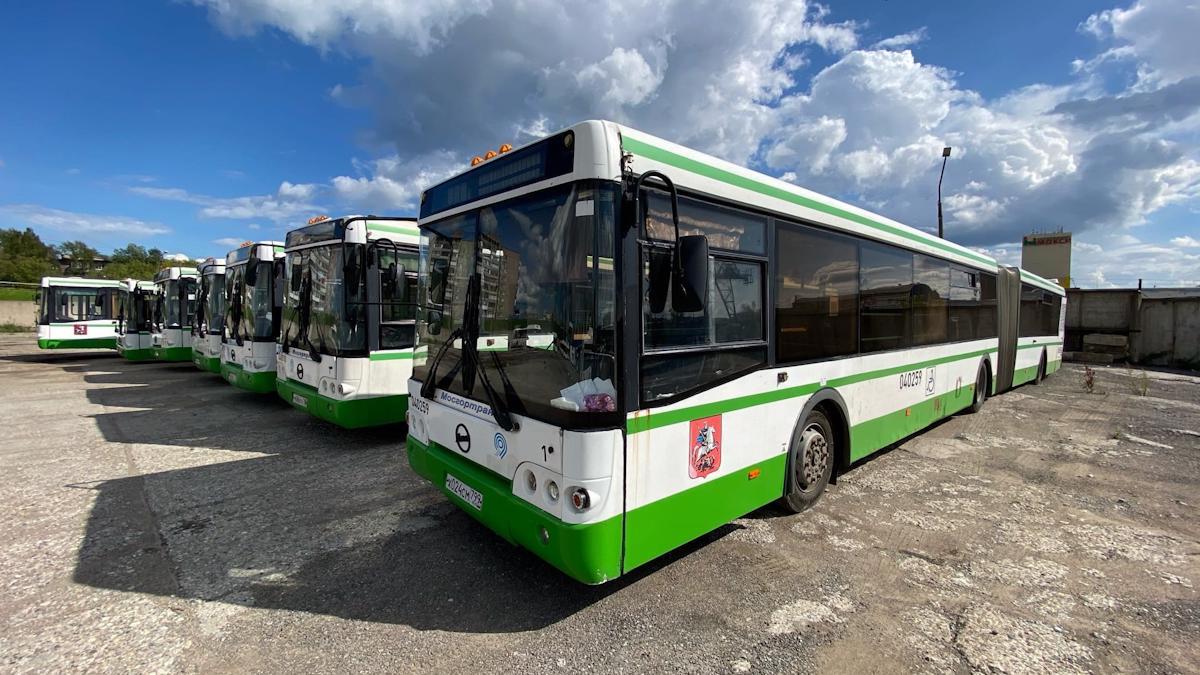 В Череповец из Москвы пригнали 7 городских автобусов