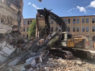 Сейчас специалисты устанавливают обстоятельства организации демонтажных работ