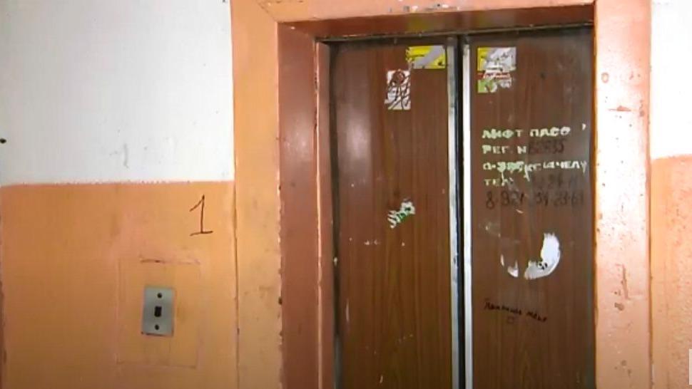 Еще в пяти домах Череповца дополнительно заменят старые лифты