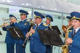 Спортсменов торжественно встретили в аэропорту Шереметьево