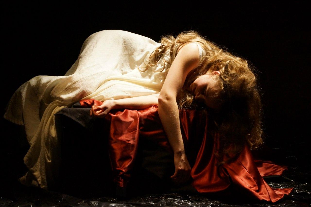 Для актрисы Елены Смирновой «Леди Макбет Мценского уезда» — первый моноспектакль в ее репертуаре