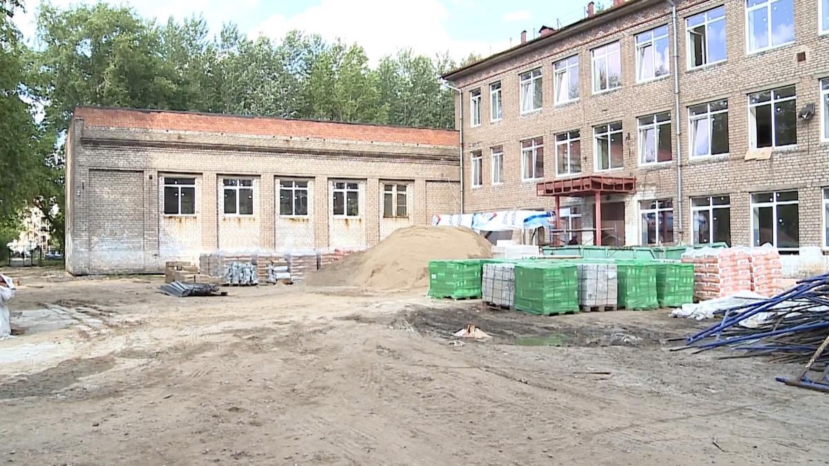 Ремонт 16-ой череповецкой школы завершён наполовину