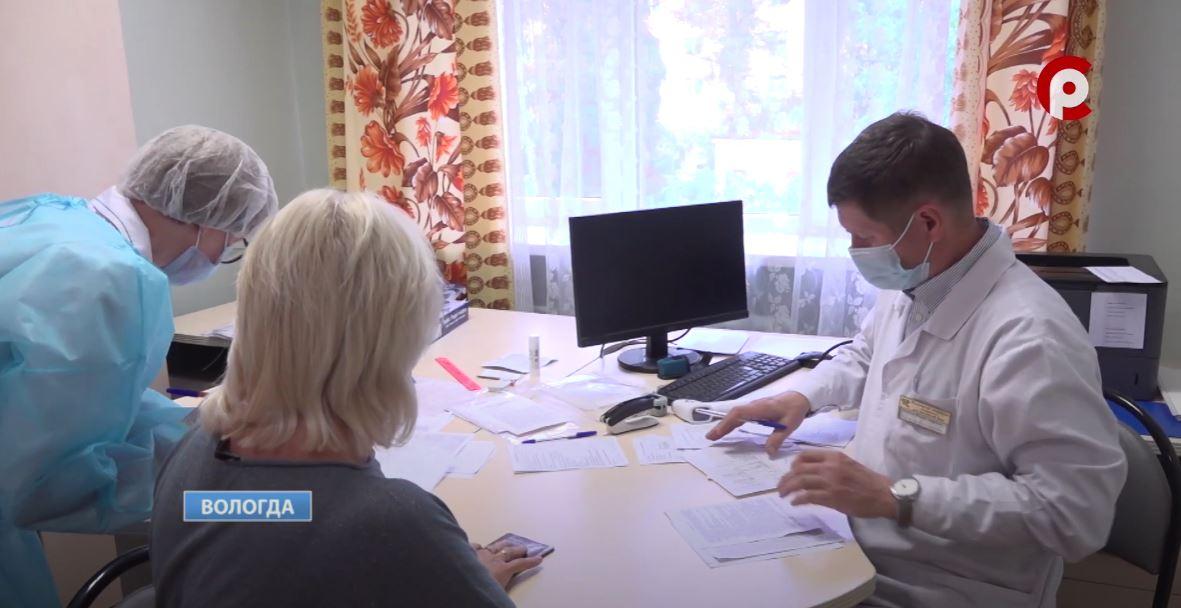 Пенсионеров, в случае проявления симптомов, просят вовремя обращаться за медпомощью и вакцинироваться