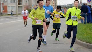 Юбилейный марафон с масками и расписками