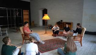 С помощью участников лаборатории своевременной драматургии зрители попадут в кабинет психолога