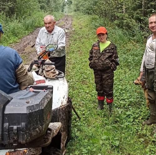 83-летний мужчина, заблудившийся в лесу у деревни Козлово, всю ночь провел в лесу