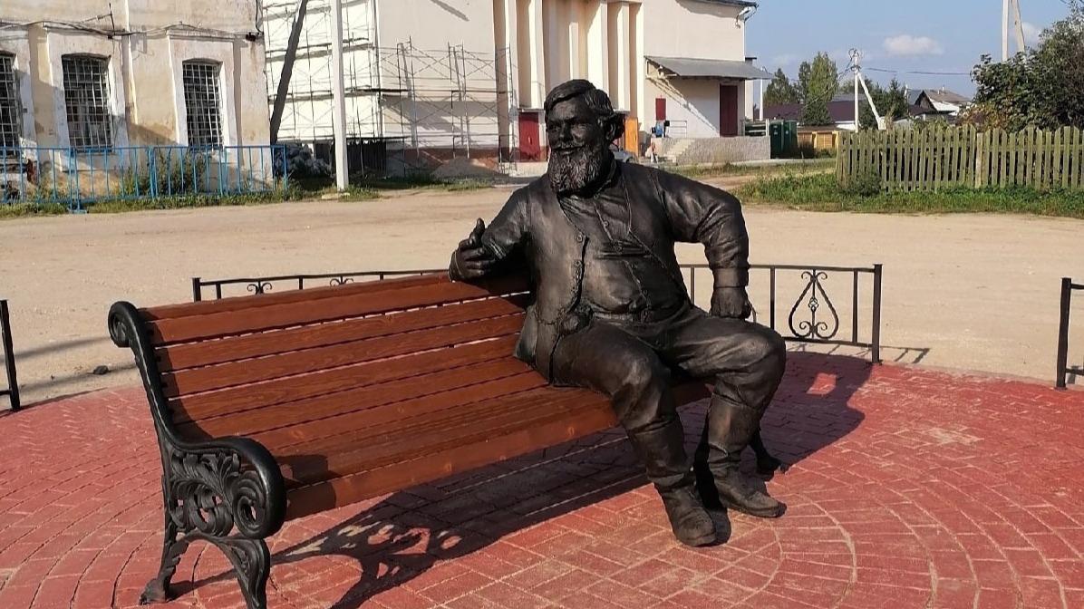 Бронзовая скульптура купца появилась в селе Устье