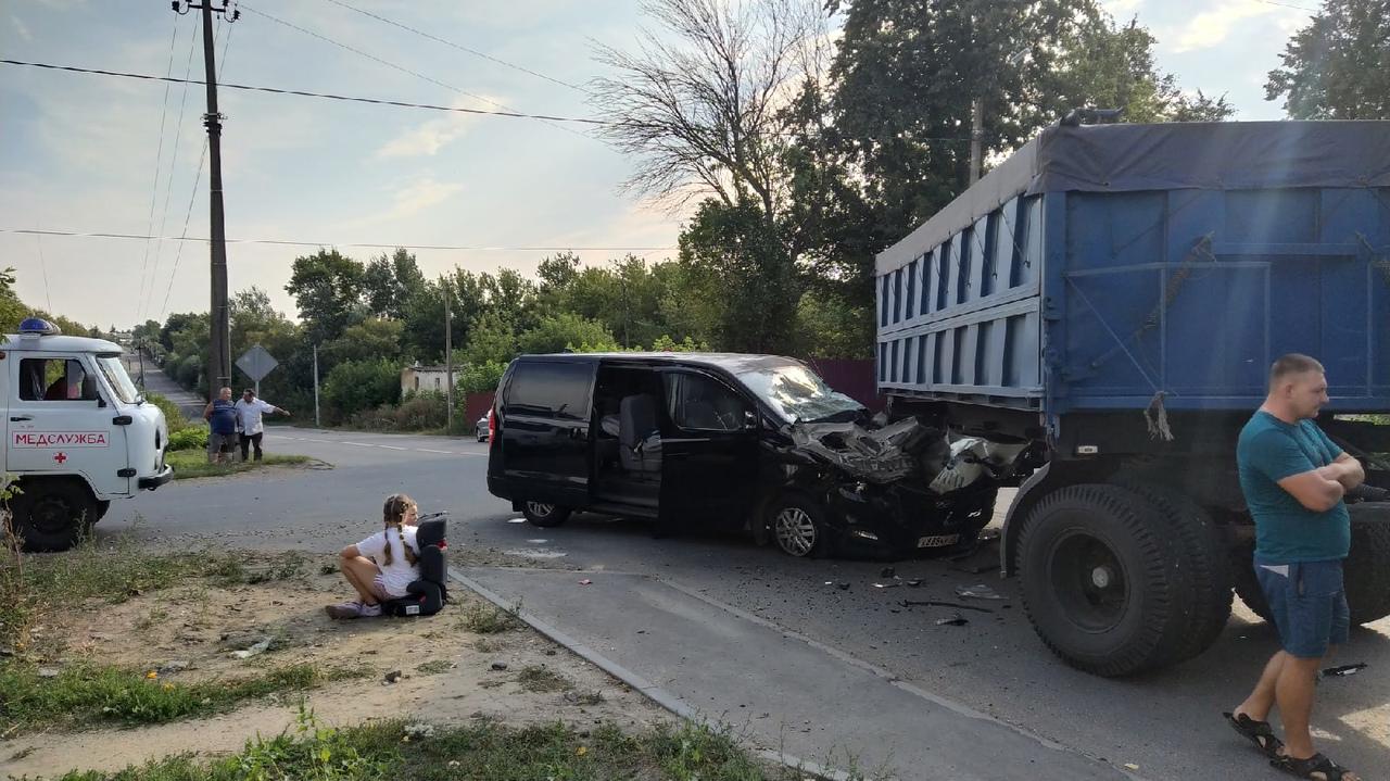 Водитель и пассажиры отделались ушибами и ссадинами
