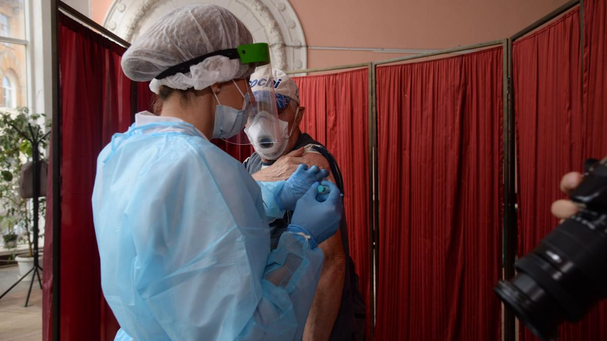 Вакцинация от COVID-19: рекорды августа