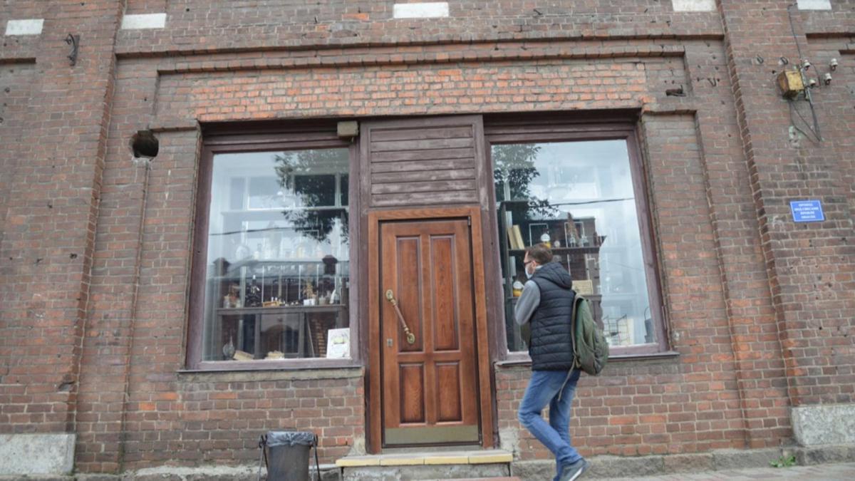 Со здания на Советском проспекте в Череповце исчезла столетняя аптечная вывеска