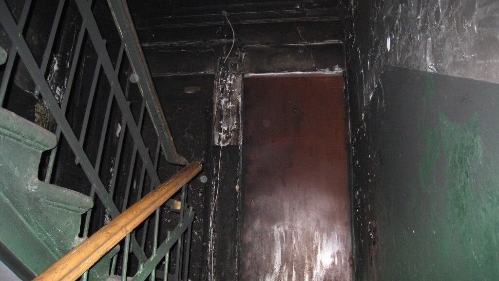 Череповчанке подожгли входную дверь в квартиру
