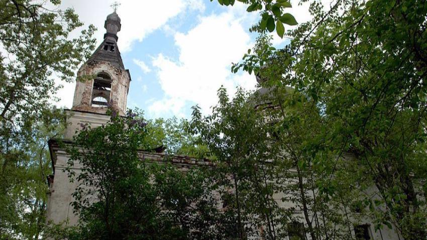 Церковь Воскресения Словущего продолжают восстанавливать в Бабаевском районе