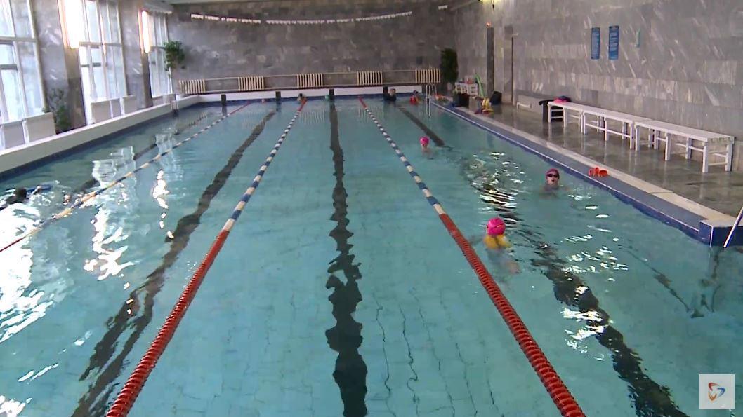 Почти 3 миллиона рублей выделили для проведения бесплатных занятий по плаванию для второклассников Вологды