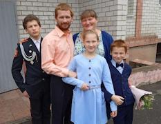У Казаковых трое детей, старший учится в восьмом классе кадетской школы-интерната, средний и младший ребенок – в пятом и третьем классах школы