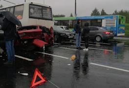 Череповчанка попала в больницу после аварии на Октябрьском мосту