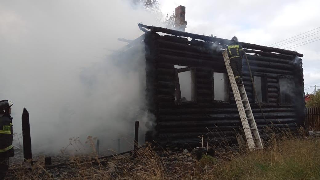 Два человека погибли при пожаре в Вожегодском районе