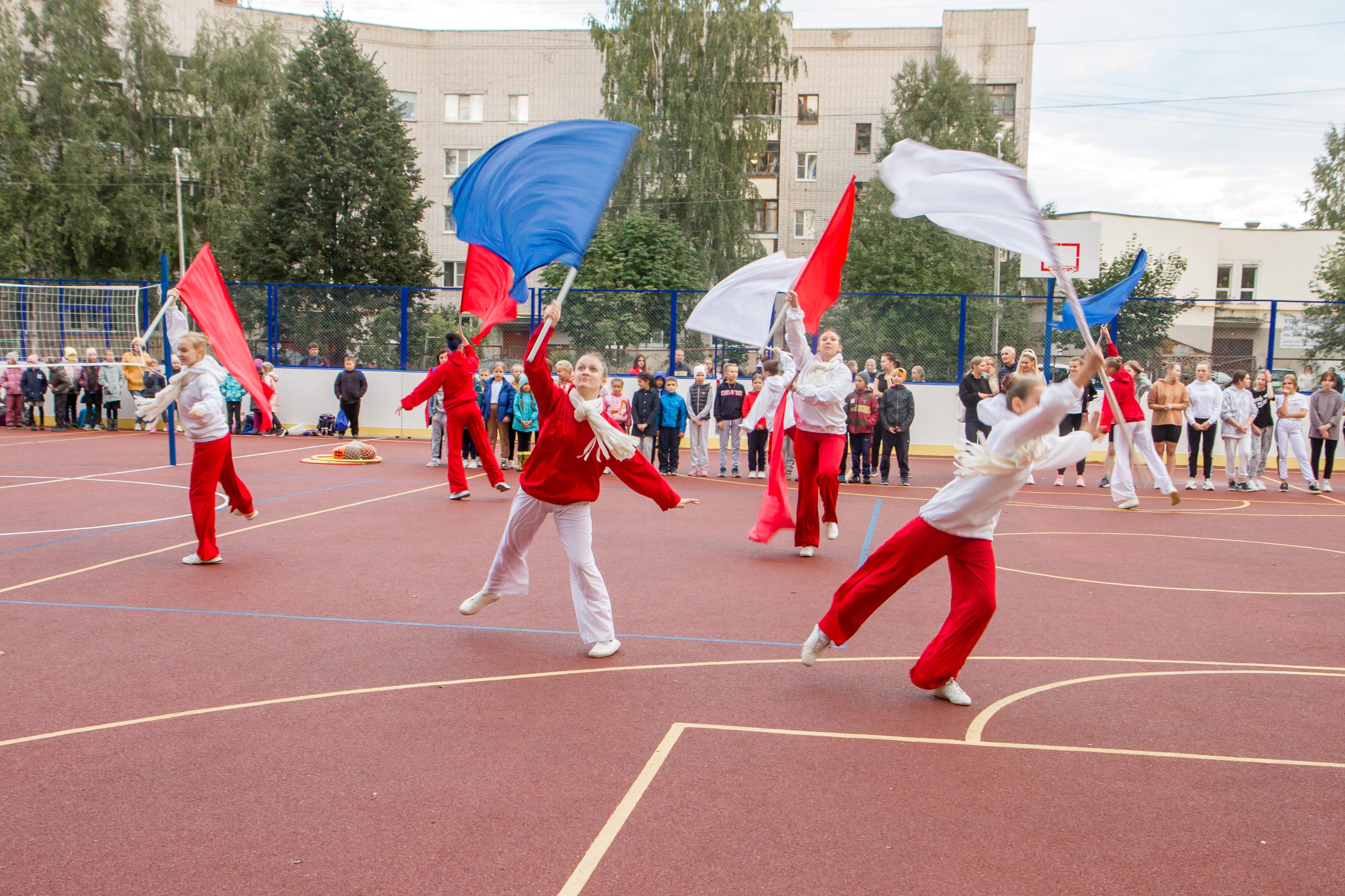 Строительство ФОКОТа началось в июле и шло под контролем городских властей, руководства школы и ТОС «Конева»