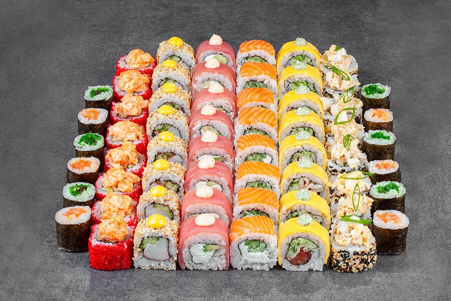 Чтобы попробовать действительно вкусные суши, следует заказывать их в проверенных заведениях