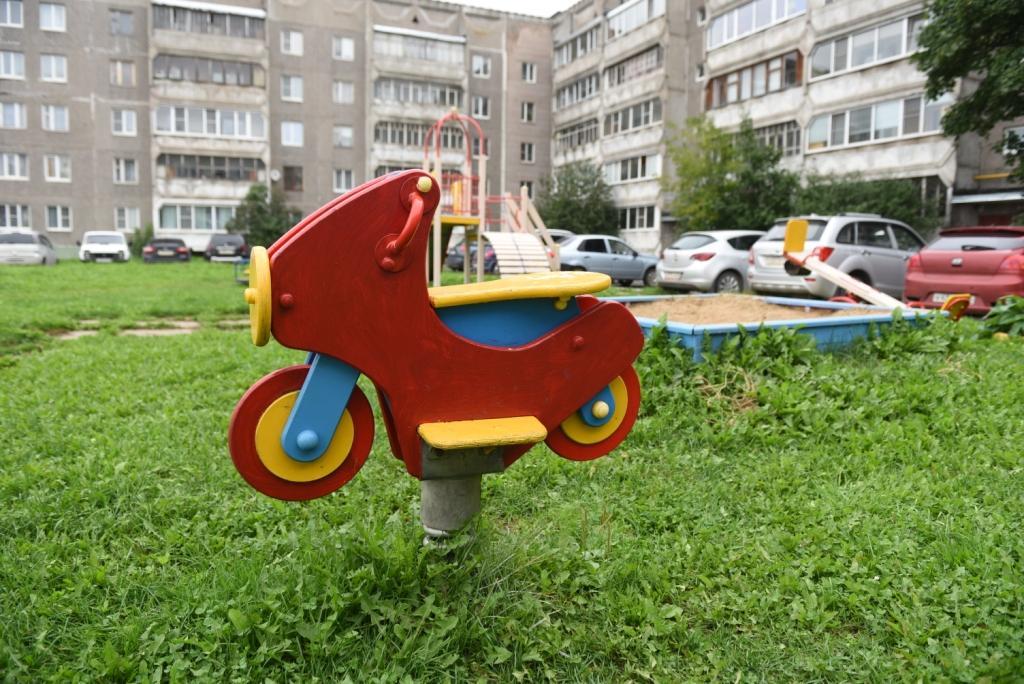 Такие качели стоят от восьми тысяч рублей.
