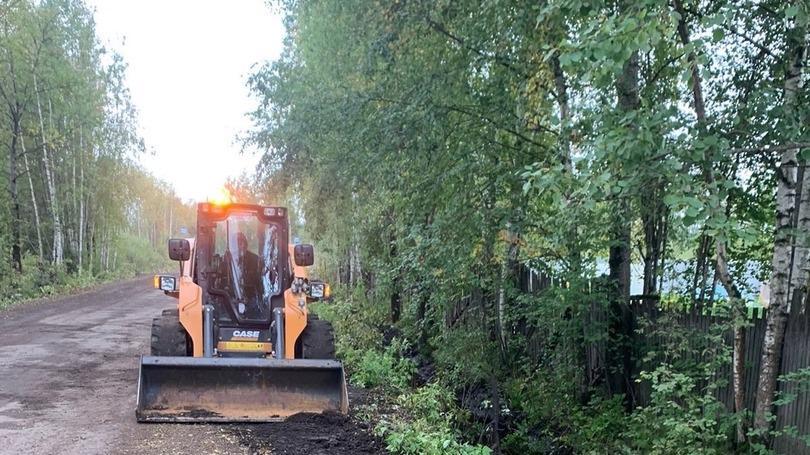 Очистка придорожных канав в направлении дачных причалов началась в Череповце